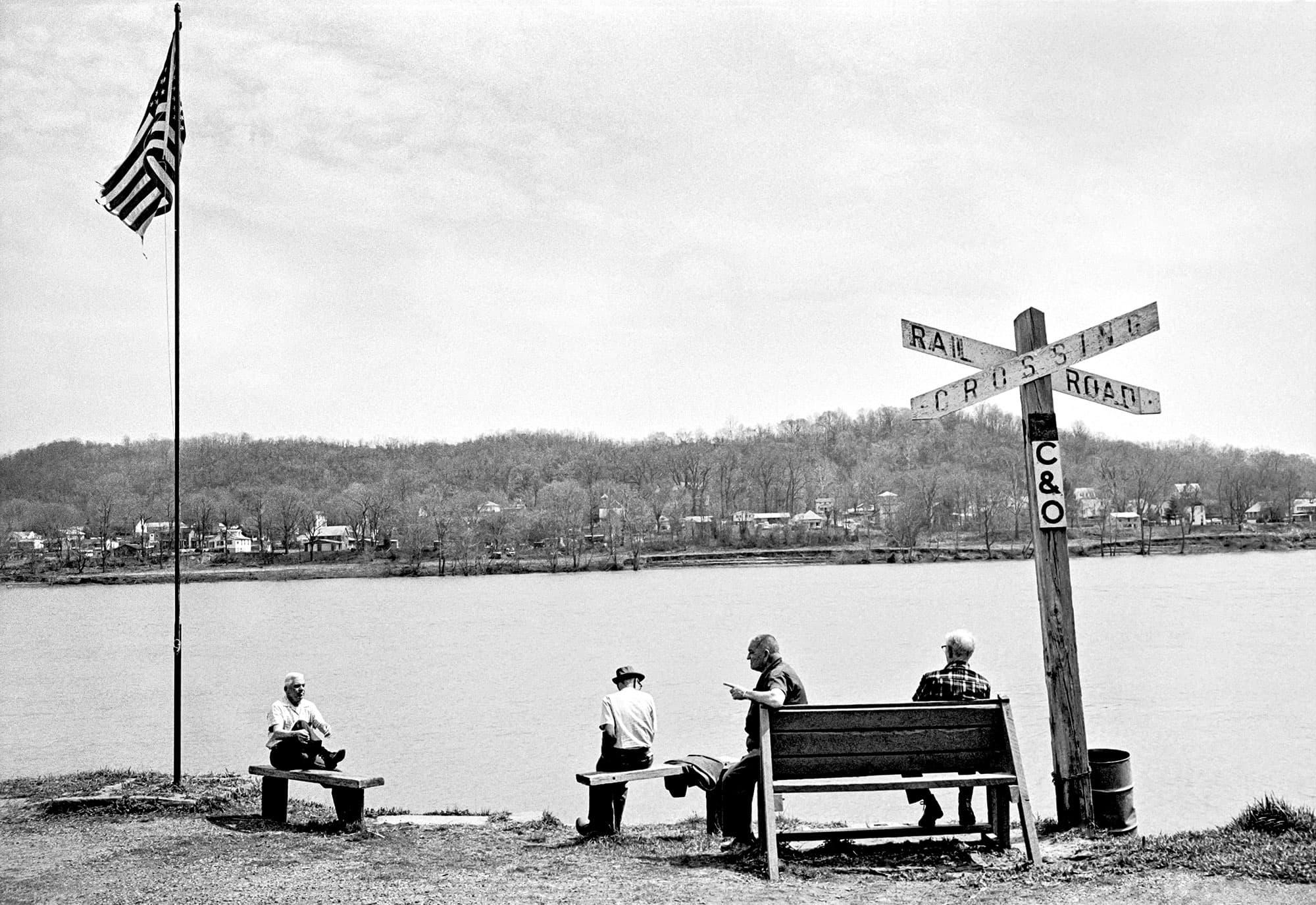 arthur-lazar-RR-Crossing-Ohio-River-1978