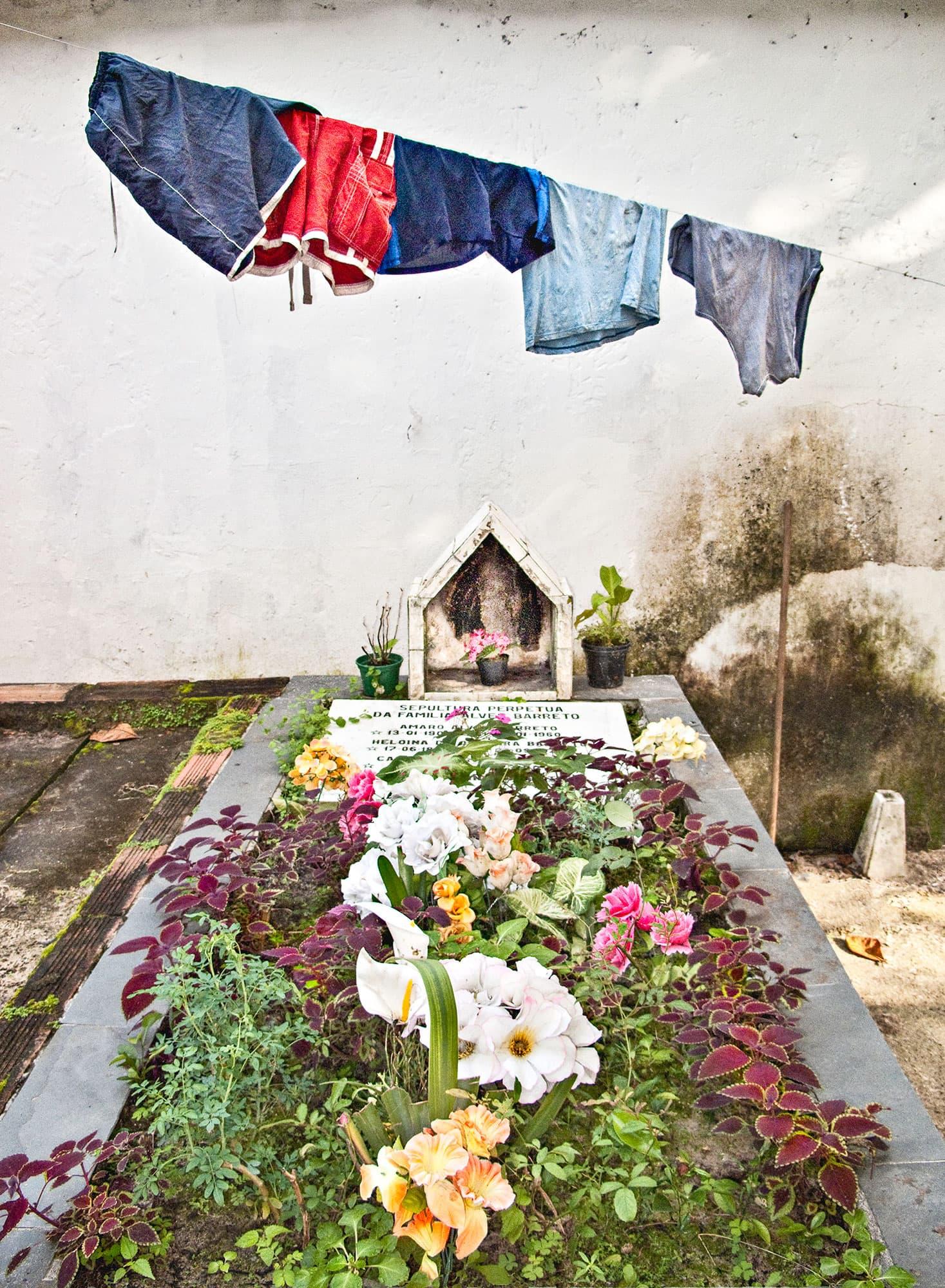 arthur-lazar-Niteroi-Cemetery-2011